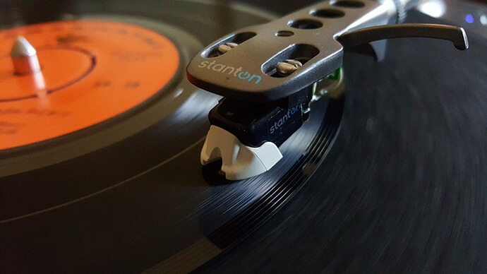 Real Reason Why Vinyl Sounds Better Than A CD – Detailed Explanation