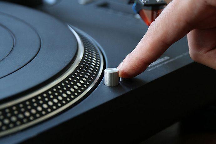 technics-sl-1210gr-stylus-light-switch
